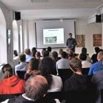 Johannes Meyer Freifunk Ansbach beim Vortrag inkl voller Crowd